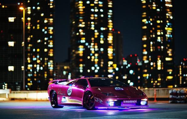 Картинка ночь, огни, здания, Lamborghini, Diablo, диабло, ламборгиги