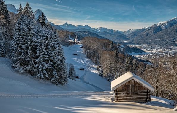 Картинка зима, лес, небо, солнце, снег, деревья, горы, дома, Германия, долина, склон, Бавария, церковь