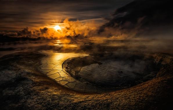 Картинка небо, вода, солнце, облака, закат, озеро, вулкан, кратер, smoke, sunset, water, clouds, lake, evening, sun, …