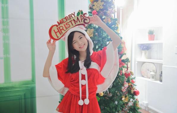 Картинка девушка, улыбка, фон, праздник, елка, азиатка