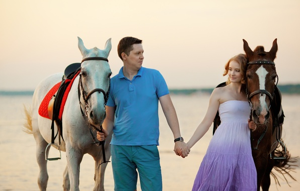 Картинка море, девушка, побережье, лошади, girl, парень, sea, coast, boy, horse
