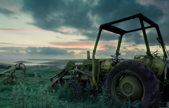 Картинка трава, трактор, заброшенный, сломанный