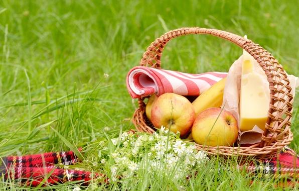 Картинка зелень, лето, трава, цветы, корзина, поляна, яблоки, сыр, пикник, банан, скатерть