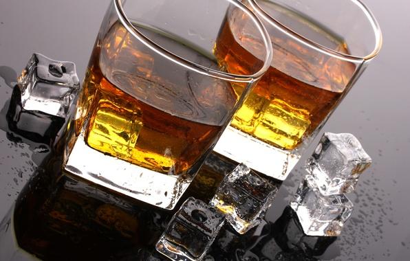 Картинка лед, капли, стол, кубики, бокалы, алкоголь, напиток, виски, тумблеры