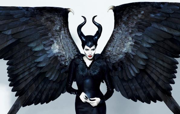 Картинка взгляд, крылья, актриса, Анджелина Джоли, Angelina Jolie, рога, sexy, колдунья, черные, Малефисента, Maleficente, фильм 2014, …