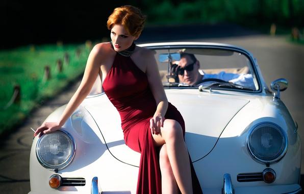 Картинка авто, девушка, платье, сигарета, ножки