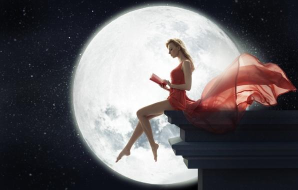 Картинка девушка, ночь, луна, платье, блондинка, книга, ножки, сидит, читает