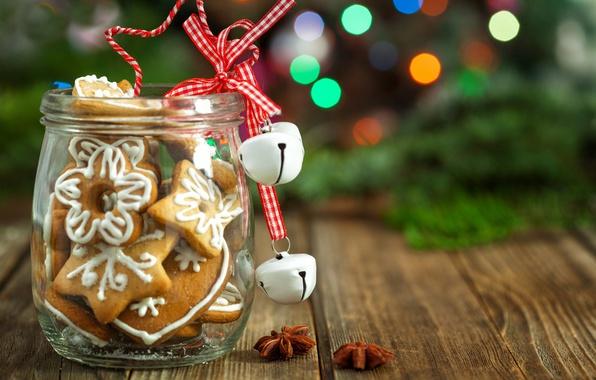 Картинка праздник, доски, новый год, рождество, печенье, банка, ёлка, боке, специи, бадьян, бубенцы