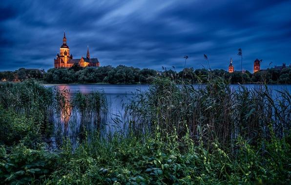 Картинка озеро, вечер, Германия, камыш, церковь, Germany, Церковь Святой Марии, Stralsund, Knieperteich Lake, Штральзунд, Мекленбург - …