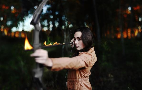 Картинка взгляд, девушка, настроение, огонь, пламя, брюнетка, лук, стрела, боке