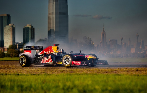 Картинка болид, formula 1, Red Bull, RB7, New-York, David Coulthard