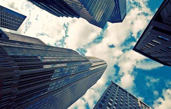 Картинка небо, стекло, облака, city, город, отражение, фото, фон, обои, картинки, здания, небоскребы, ракурс, wallpapers