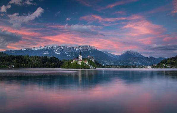 Картинка закат, горы, озеро, остров, Словения, Lake Bled, Slovenia, Бледское озеро, Блед, Bled, Юлийские Альпы, Julian …