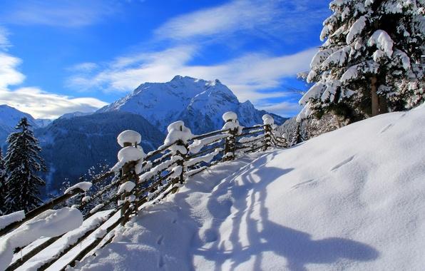 Картинка зима, дорога, лес, небо, снег, деревья, пейзаж, горы, природа, скалы, вид, white, forest, road, sky, …