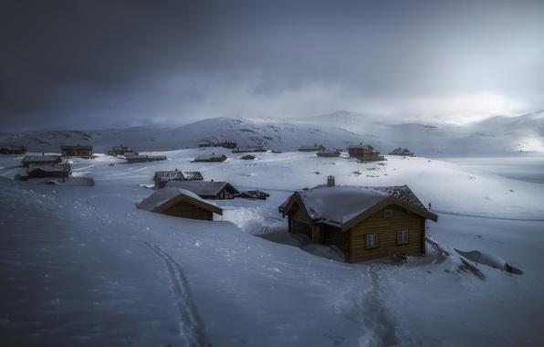 Фото обои хижины, серые облака, снег, зима