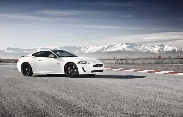 Картинка дорога, горы, машины, ягуар, road, jaguar, mountains
