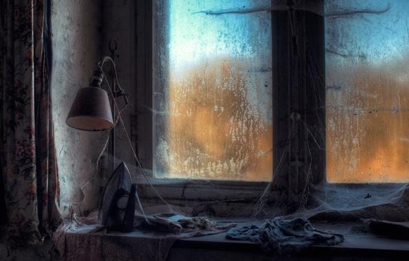 Картинка лампа, паутина, окно, утюг