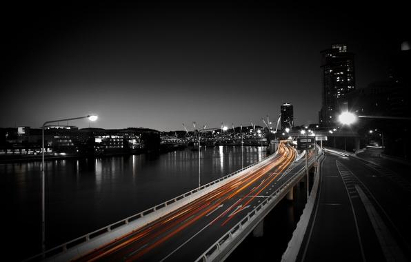 Картинка дорога, авто, ночь, город, огни, фото, движение, обои, здания, скорость, фонари, водоем, wallpapers