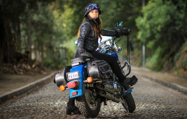 Картинка взгляд, девушка, улица, мотоцикл