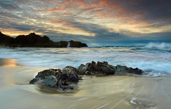 Картинка море, волны, закат, тучи, камни, скалы, побережье