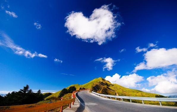 Картинка дорога, лето, асфальт, облака, пейзаж, горы, холмы, склоны, summer, road, trees, mountains, clouds, hills, slope, …