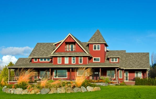 Картинка небо, трава, облака, дом, камни, газон, голубое, солнечно, особняк, кусты