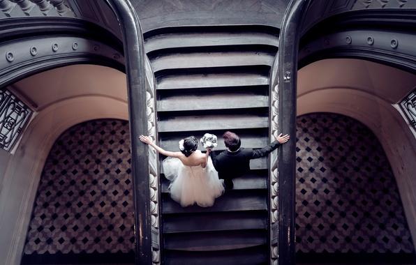 Картинка платье, костюм, лестница, влюбленные, невеста, холл, жених
