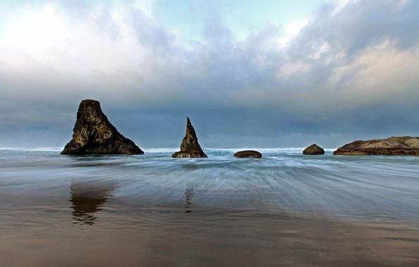 Картинка песок, море, облака, камни, пасмурно, скалы