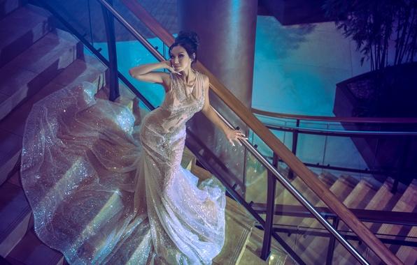 Картинка девушка, платье, брюнетка, лестница, Dannie Riel