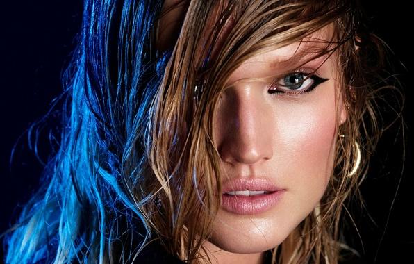 Картинка темный фон, eyes, model, look, Toni Garrn, wet hair