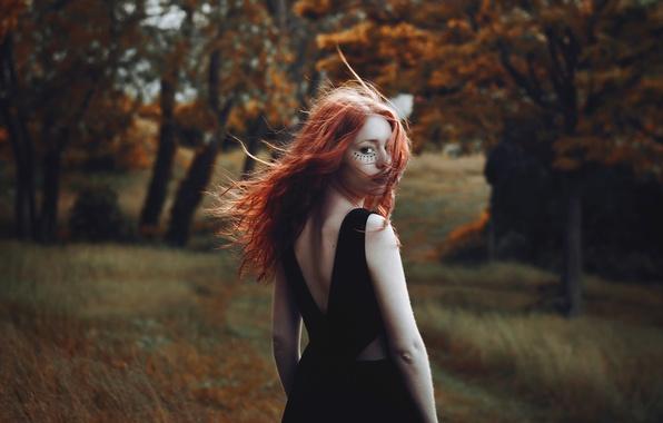 Картинка лес, волосы, тату, рыжеволосая, взмах, Gaelle Aube