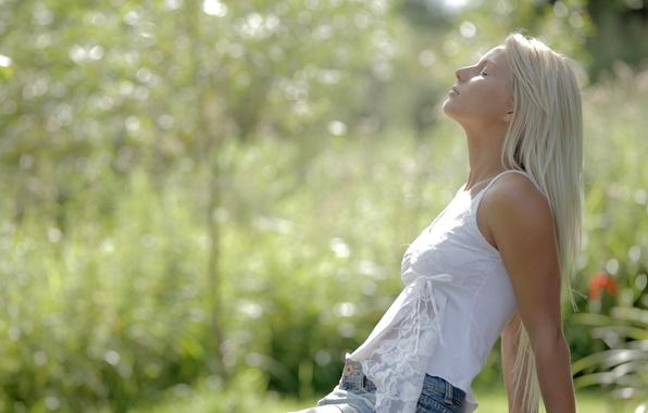 Картинка лето, девушка, нежность, юбка, майка, блондинка, профиль, боке, очарование, anneli