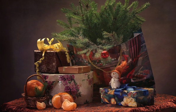 Картинка праздник, игрушки, ель, подарки, снеговик, мандарин