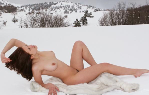 Фото голых снежных девушек, трахнул и отлизал русскую