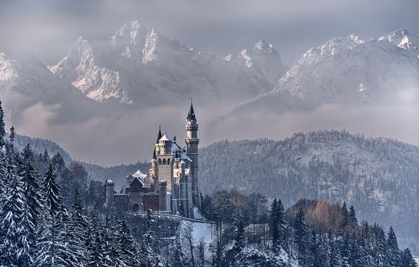Картинка зима, небо, облака, снег, деревья, горы, Германия, Бавария, замок Нойшванштайн