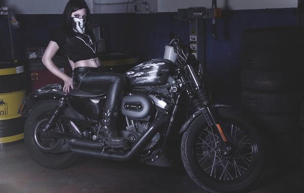 Картинка девушка, гараж, мотоцикл, Harley-Davidson