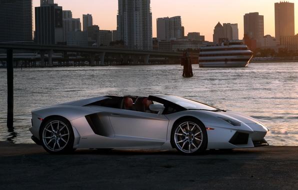 Картинка небо, город, родстер, roadster, LP700-4, ламборгини, Lamborghini Aventador