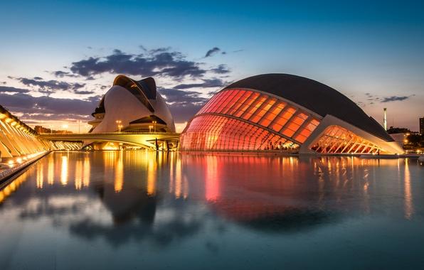 Картинка небо, облака, закат, мост, огни, отражение, река, вечер, освещение, фонари, Испания, Валенсия, архитектурный комплекс, Город …