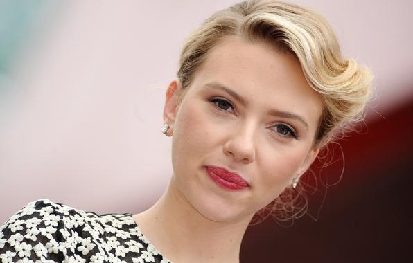 Картинка взгляд, лицо, модель, портрет, макияж, актриса, Scarlett Johansson, прическа, блондинка, Скарлетт Йоханссон, красотка, боке