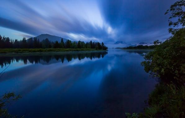 Картинка лес, небо, вода, облака, деревья, горы, ночь, природа, гладь, отражение, река, берег, USA, США, синее, …