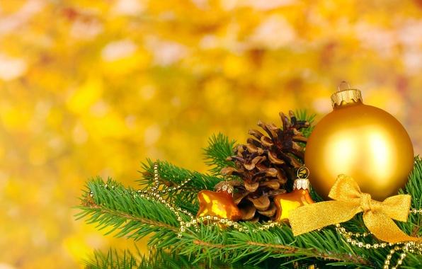 Картинка желтый, фон, праздник, шары, обои, игрушки, елка, новый год, рождество, размытие, wallpaper, new year, шишка, …