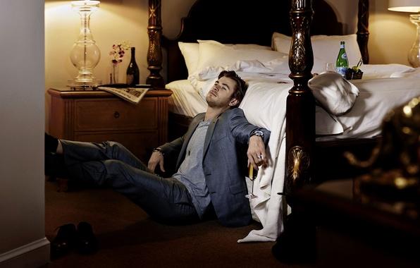 Картинка бокал, кровать, актер, мужчина, шампанское, блондин, Крис Хемсворт, Chris Hemsworth