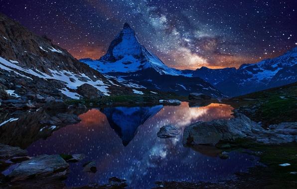 Картинка небо, звезды, снег, ночь, озеро, гора, Швейцария, Альпы, вершина, млечный путь, Switzerland, Маттерхорн, Matterhorn