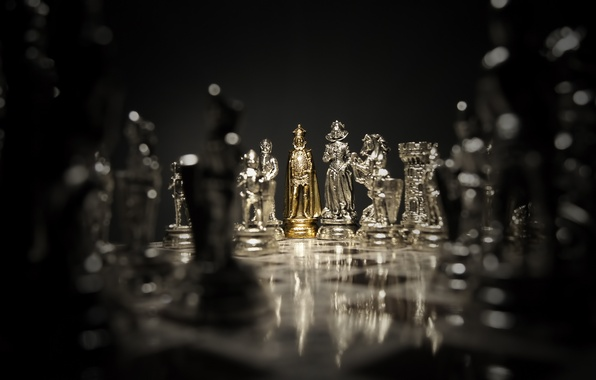 Картинка dark, silver, game, gold, woman, man, chess, board, queen, king, pawn, bishop, rook