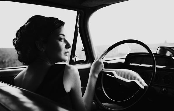 Картинка машина, девушка, ретро, фото, черно-белая, платье, прическа, профиль