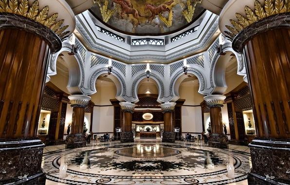 Картинка интерьер, колонны, мрамор, арки, отель, роспись, потолке.