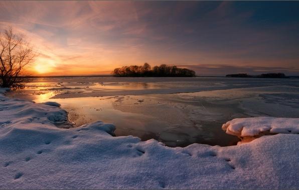 Картинка зима, снег, закат, озеро, вечер