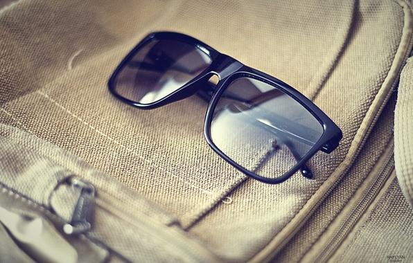 Картинка лето, стиль, отражение, жара, очки, сумка, мода, черные