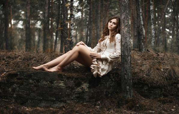фото девки в лесу