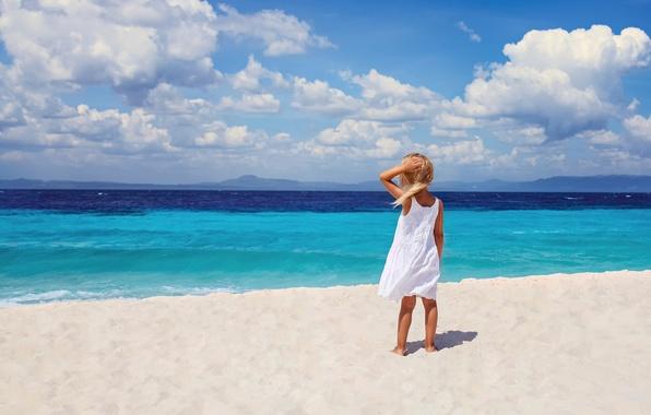 Картинка море, пляж, берег, прибой, девочка